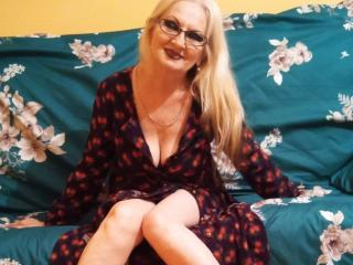 Webcam model CarlyTreat from XLoveCam
