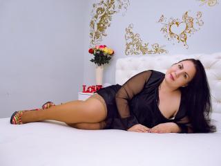 Webcam model CarolLong from XLoveCam