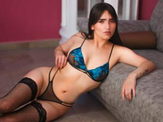 Webcam model CarolineRees from XLoveCam