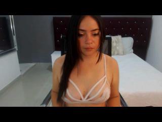 Webcam model CarolineSadie from XLoveCam
