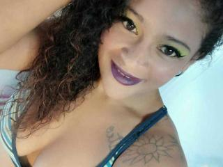 Webcam model Carolinexxx from XLoveCam