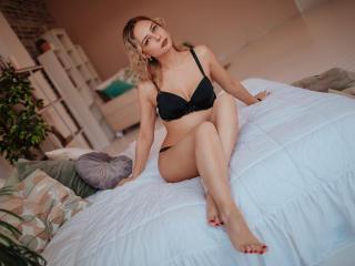 Webcam model CarrieMoss from XLoveCam