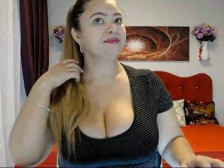 Webcam model CarynoStar from XLoveCam