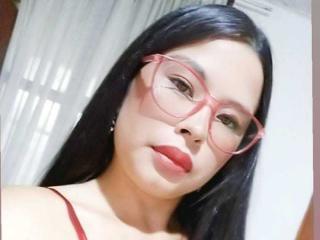 Webcam model CharlotteEvans from XLoveCam