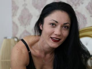 Webcam model CharmingElisa from XLoveCam