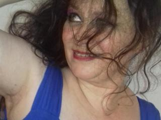 Webcam model CharmingLadyForYou from XLoveCam