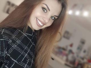 Webcam model CherryEllen from XLoveCam