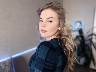 Webcam model ChloeMoore from XLoveCam