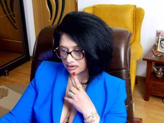 Webcam model ClassybutNaughty from XLoveCam