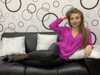 Webcam model CocoMademoiselleL from XLoveCam