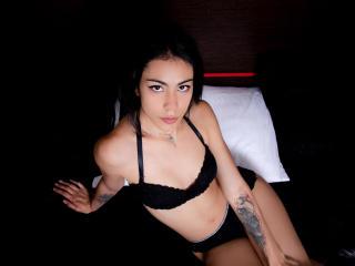 Webcam model CourtneyDuun from XLoveCam