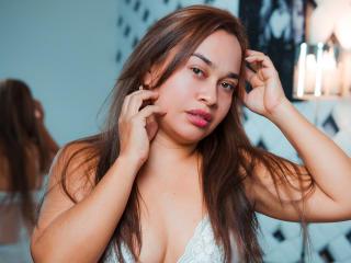 Webcam model CristinaLovee from XLoveCam