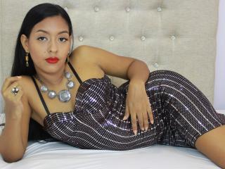 Webcam model CristineAshley from XLoveCam