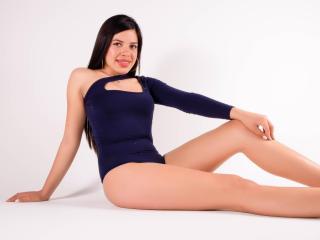 Webcam model DaftneeMasson from XLoveCam