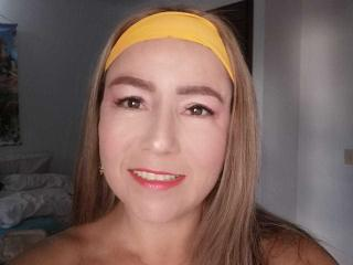 Webcam model DanielaHotC from XLoveCam