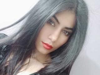 Webcam model DanniaMiller from XLoveCam