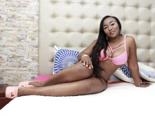 Webcam model DapneLewis from XLoveCam