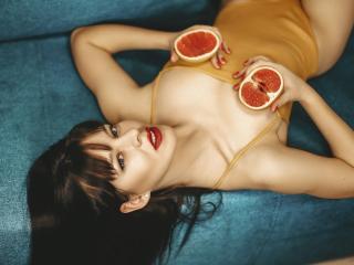 Webcam model DianaDixie from XLoveCam