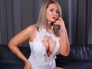 Webcam model DivaPassion from XLoveCam