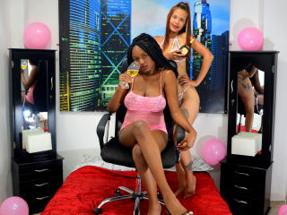 Webcam model DominicAndAmber from XLoveCam