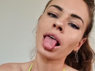 Webcam model DominikaRobbie from XLoveCam