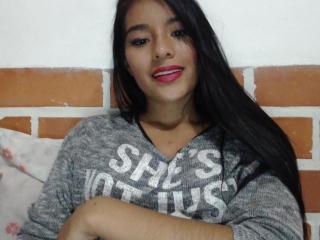Webcam model EllaQueen from XLoveCam