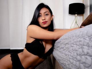 Webcam model EllenWonderland from XLoveCam