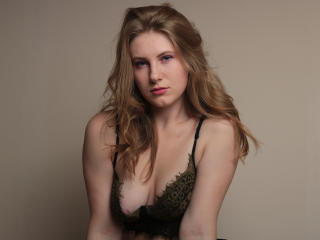 Webcam model ElsaPresley from XLoveCam