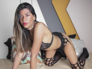 Webcam model EmaBrowne from XLoveCam