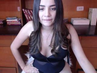 Webcam model EmiilyGray from XLoveCam