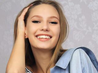 Webcam model EmiliaJi from XLoveCam