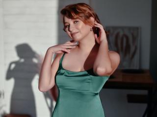Webcam model EmilyHarvey from XLoveCam