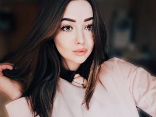Webcam model EmilyLoqi from XLoveCam