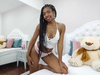 Webcam model EmilyWarren from XLoveCam