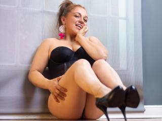 Webcam model EmmaCollinns from XLoveCam