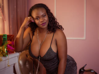 Webcam model EmmaCuttie from XLoveCam