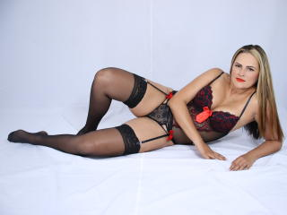 Webcam model EmmaFire from XLoveCam