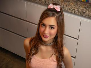 Webcam model EmmaRoussee from XLoveCam
