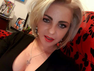 Webcam model EmmaS from XLoveCam