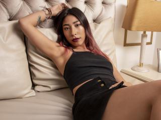 Webcam model EmmaSwain from XLoveCam