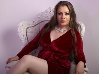 Webcam model ErikaFranklin from XLoveCam