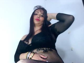 Webcam model EsmeraldaHott from XLoveCam