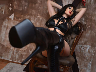 Webcam model FetishHotLady from XLoveCam