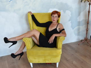 Webcam model FoksiFox from XLoveCam