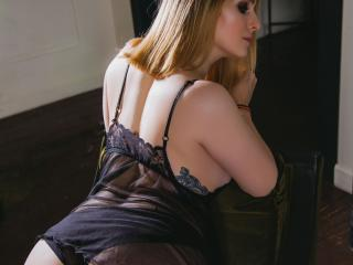 Webcam model FrancineWhooty from XLoveCam