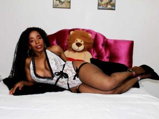 Webcam model GinaChaudeX from XLoveCam