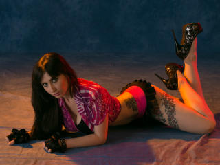 Webcam model GinaLolly from XLoveCam