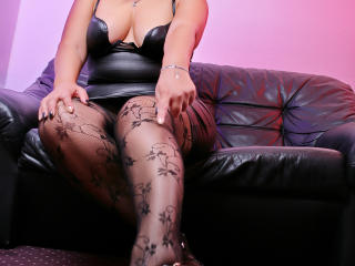 Webcam model GoddessDeborah from XLoveCam