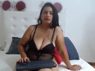 Webcam model HannaFoxxy from XLoveCam