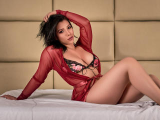 Webcam model HelenCruz from XLoveCam